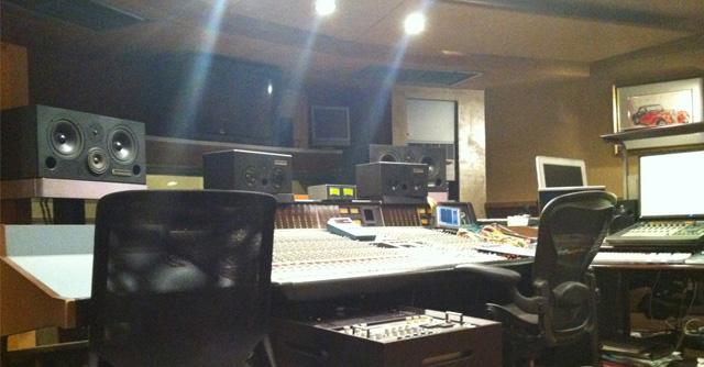 スタジオ設計と技術の協力